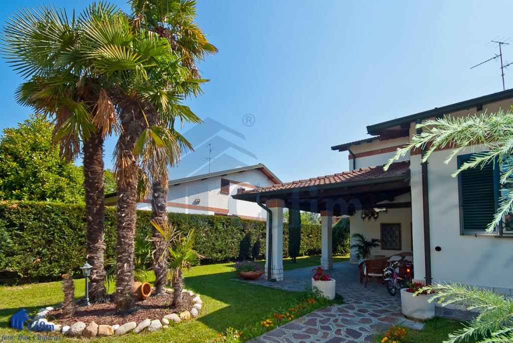 Immobiliare milano vendita villa singola con for Giardino 54 nyc