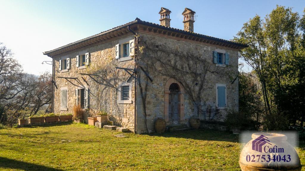Villa singola prestigiosa con piscina condominiale a  Izzalini (Todi) - in Vendita - 38