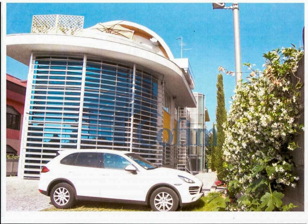 Ufficio - immobile ristrutturato suddiviso in tre piani in Segrate - in Vendita - 1