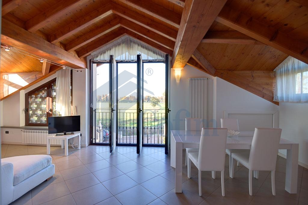Trilocale esclusivo e di grande fascino  Residenza Longhignana (Peschiera Borromeo) Affitto in Esclusiva - 2