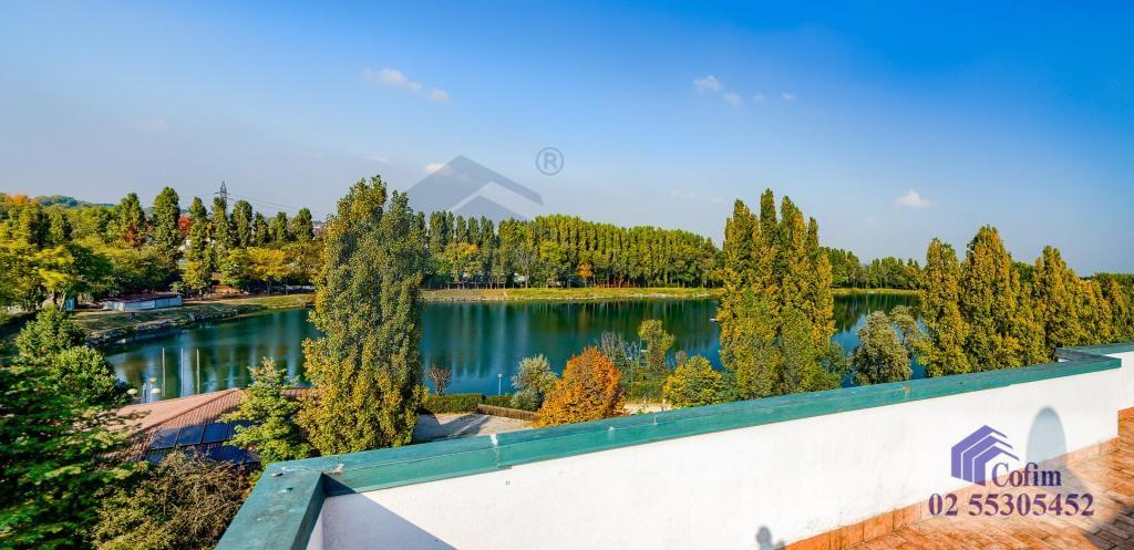 Immobiliare milano vendita appartamento con grande for Laghetto tartarughe terrazzo