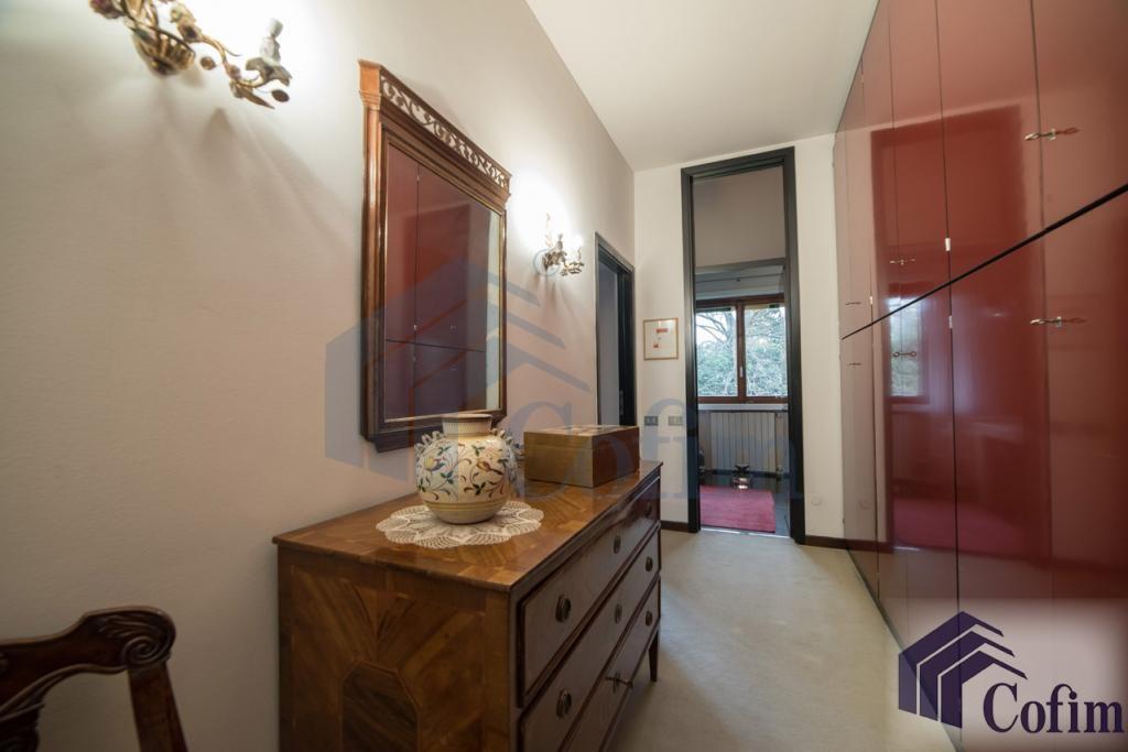 Villa singola prestigiosa con giardino di 1.600 mq  San Felice (Segrate) - in Vendita - 35