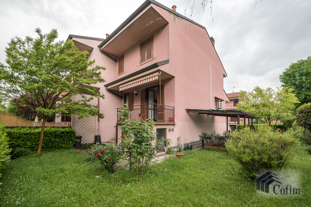 Villa a schiera con giardino su tre lati a  Zelo Foramagno (Peschiera Borromeo) Vendita in Esclusiva - 2