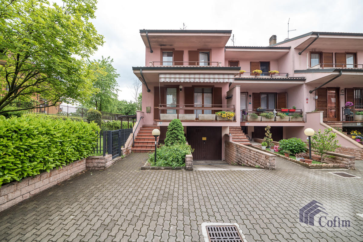 Villa a schiera con giardino su tre lati a  Zelo Foramagno (Peschiera Borromeo) Vendita in Esclusiva - 3