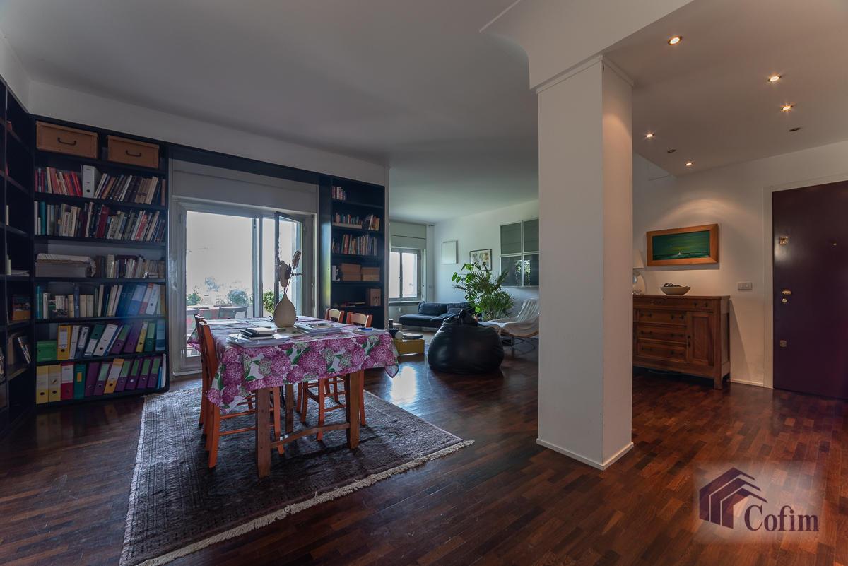 5 Locali ampio, piano alto, posto in Settima Strada  San Felice (Segrate) - in Affitto - 2