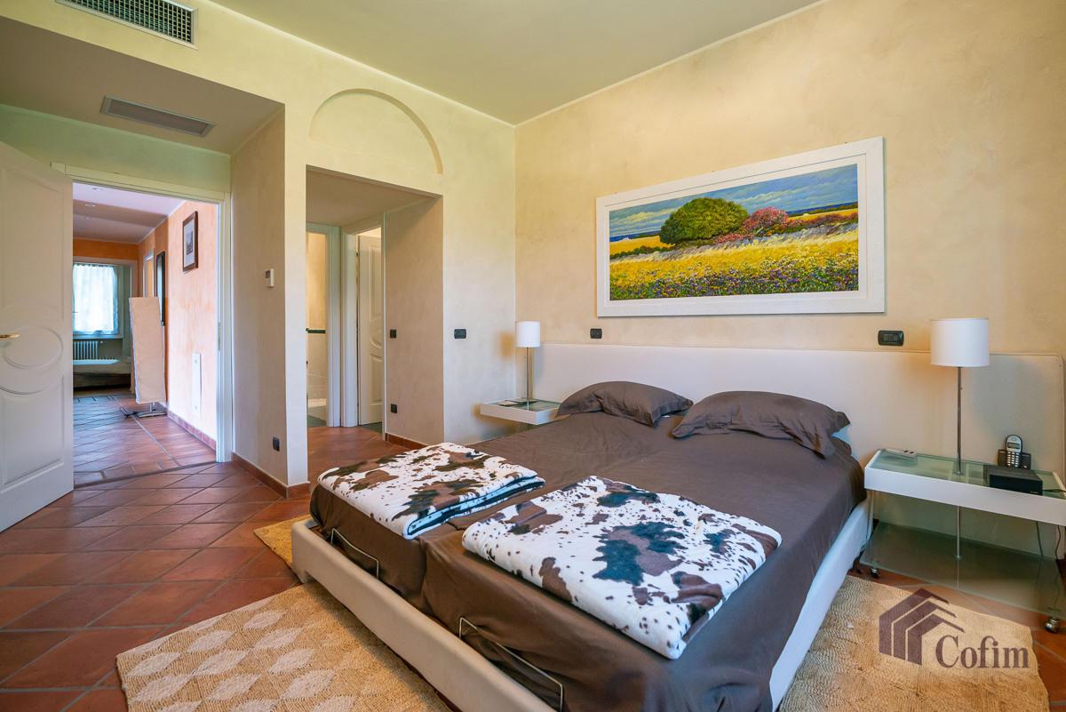 Villa singola con piscina e 10.000 mq di parco vista lago  Vescogna (Calco) - in Vendita - 24