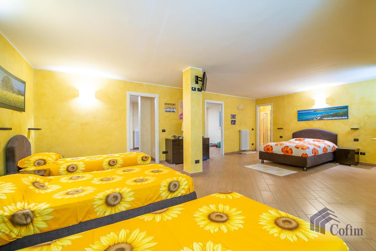 Villa singola con piscina e 10.000 mq di parco vista lago  Vescogna (Calco) - in Vendita - 31