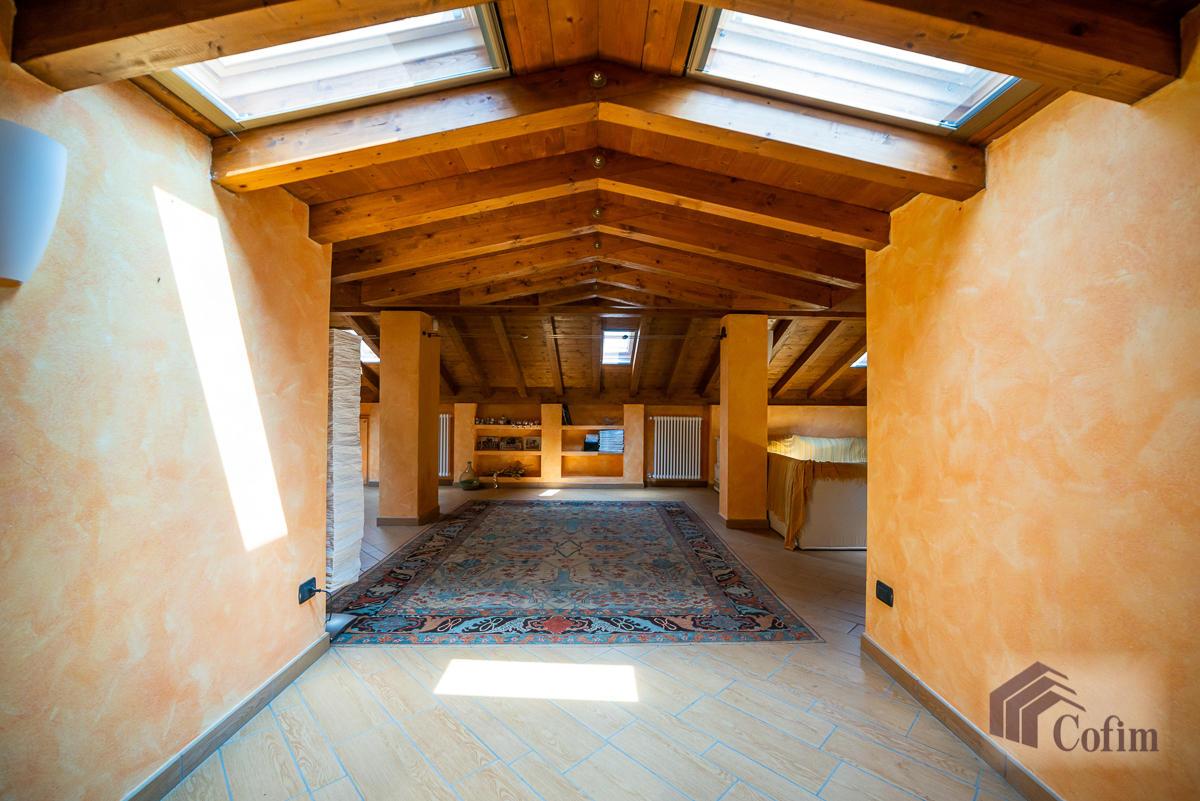 Villa singola con piscina e 10.000 mq di parco vista lago  Vescogna (Calco) - in Vendita - 35