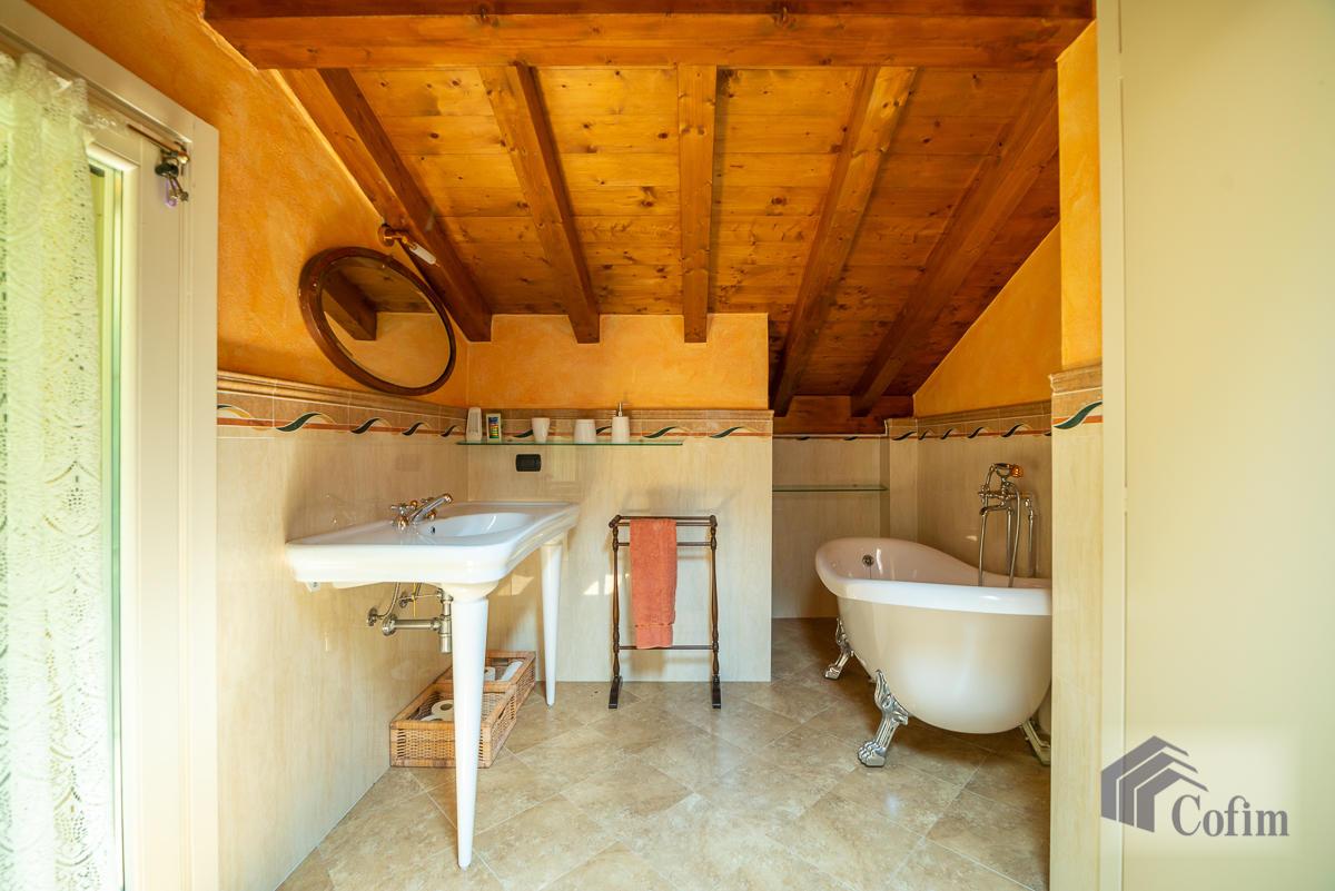 Villa singola con piscina e 10.000 mq di parco vista lago  Vescogna (Calco) - in Vendita - 36