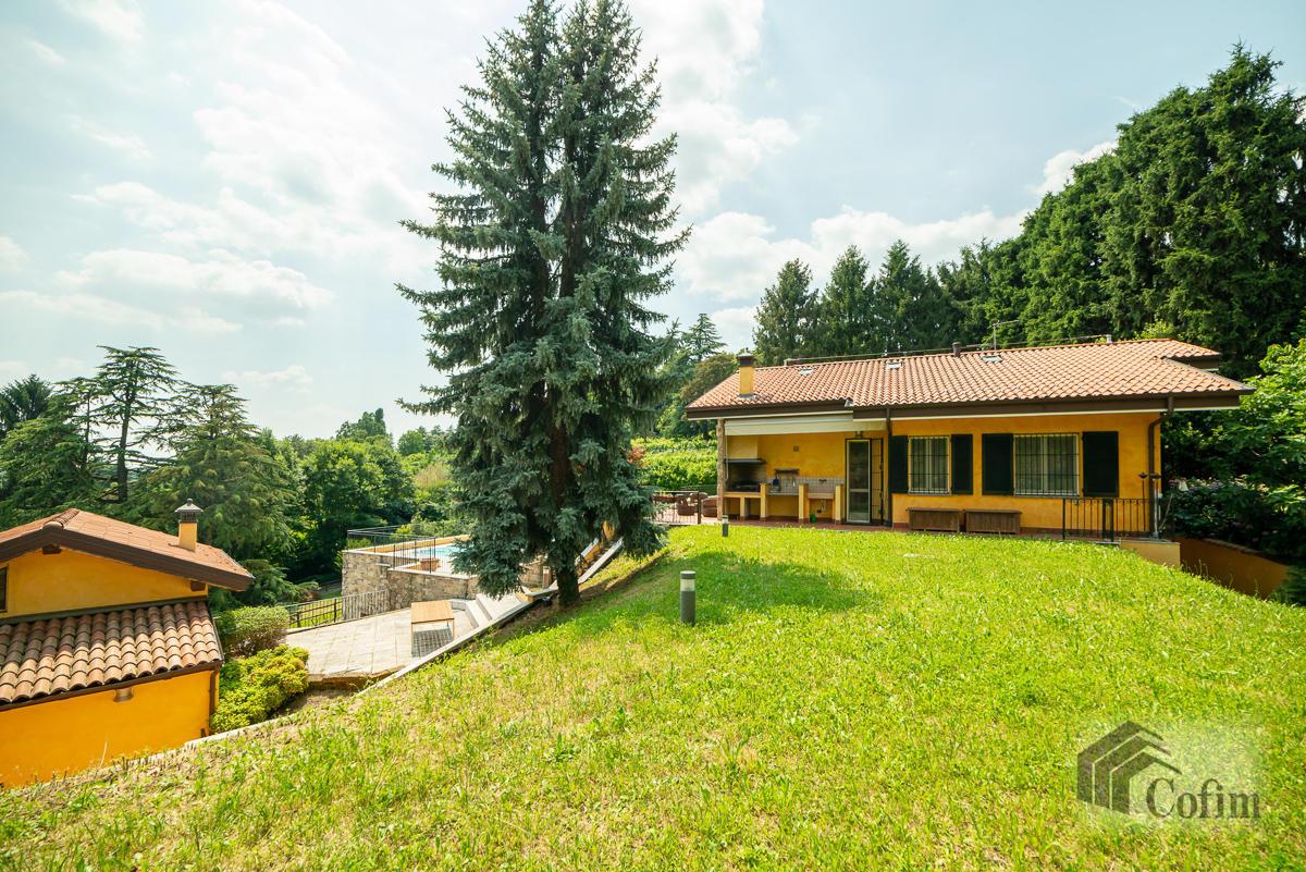 Villa singola con piscina e 10.000 mq di parco vista lago  Vescogna (Calco) - in Vendita - 1