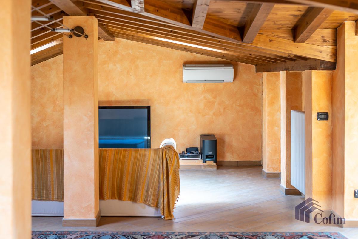 Villa singola con piscina e 10.000 mq di parco vista lago  Vescogna (Calco) - in Vendita - 44