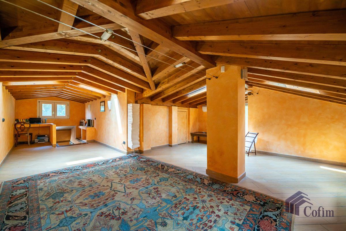 Villa singola con piscina e 10.000 mq di parco vista lago  Vescogna (Calco) - in Vendita - 45