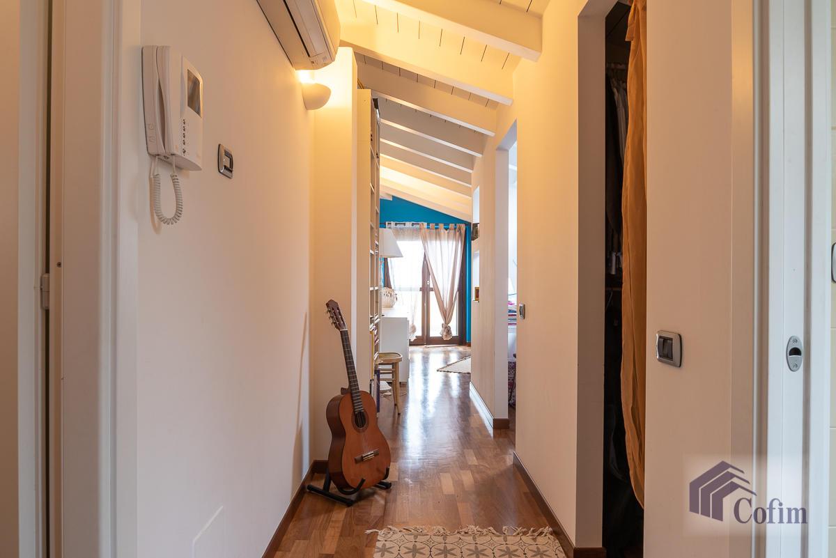 5 Locali luminoso su due piani  Millepini (Rodano) - in Affitto - 12