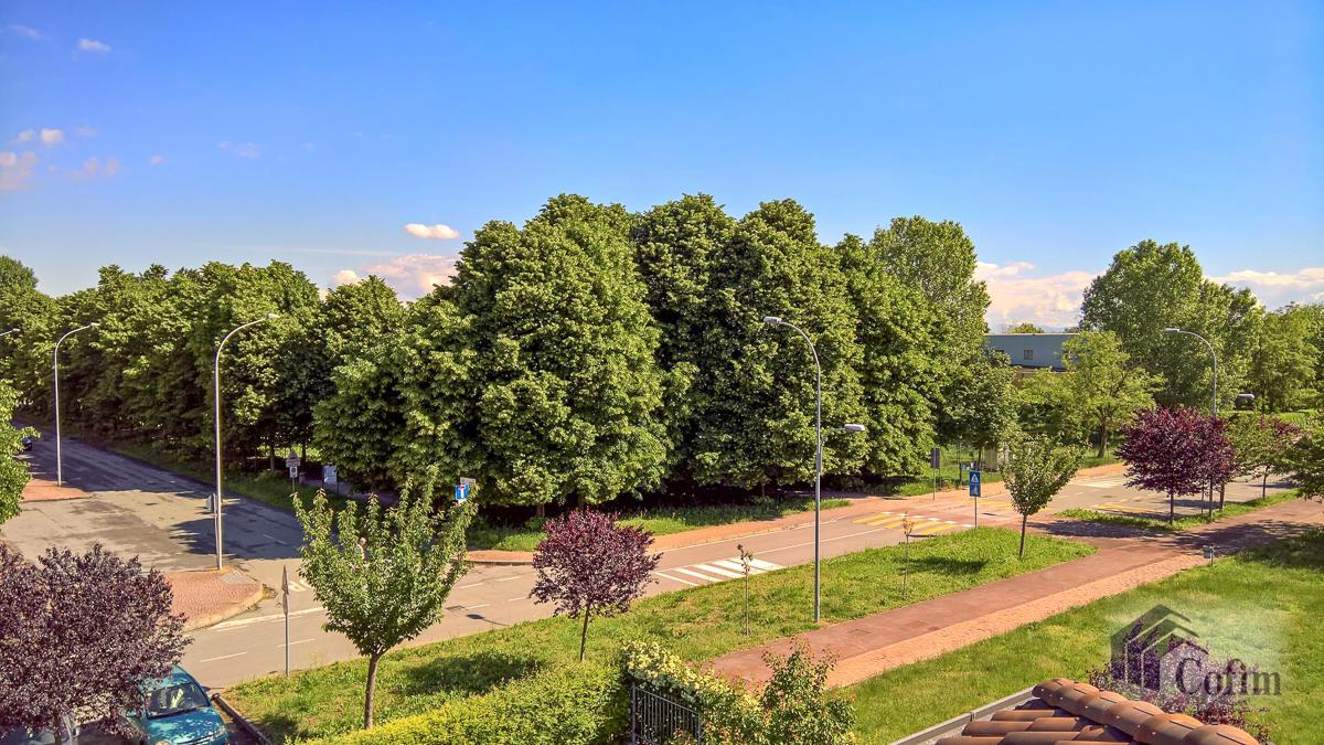 5 Locali luminoso su due piani  Millepini (Rodano) - in Affitto - 20