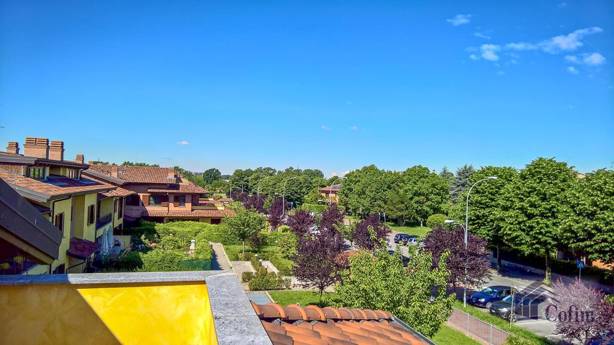 5 Locali luminoso su due piani  Millepini (Rodano) - in Affitto - 18