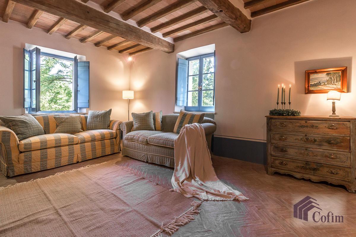 Villa singola prestigiosa con piscina condominiale a  Izzalini (Todi) - in Vendita - 1