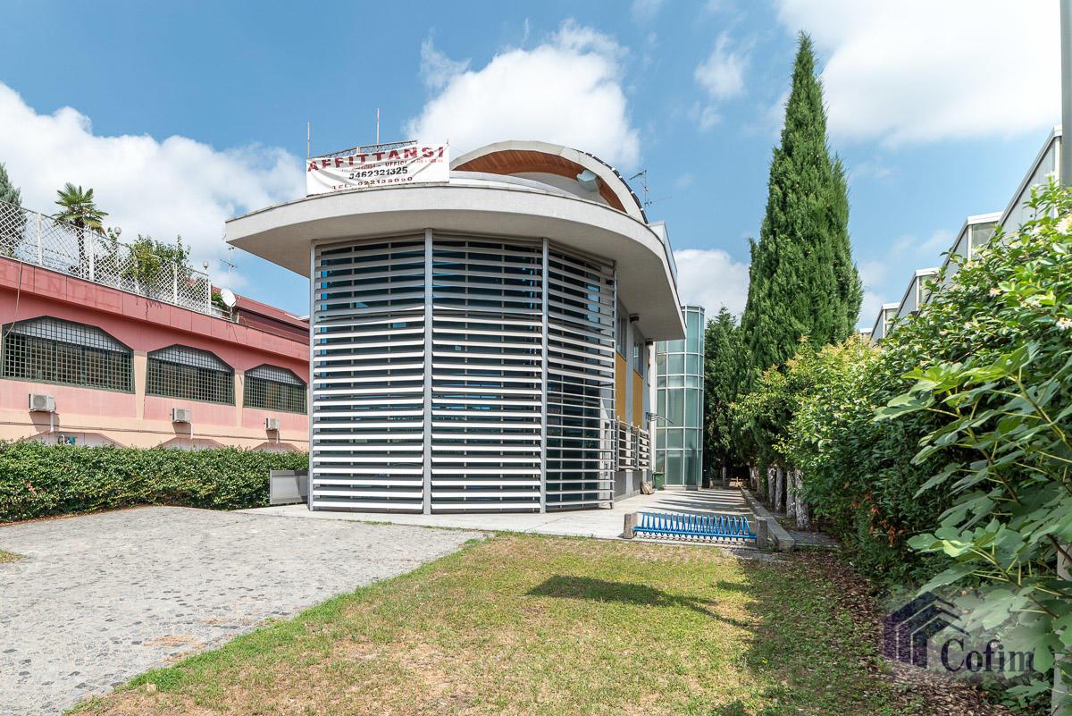 Ufficio - immobile ristrutturato suddiviso in tre piani in  Segrate in Vendita - 2