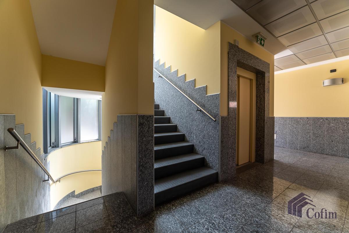 Ufficio - immobile ristrutturato suddiviso in tre piani in  Segrate in Vendita - 11