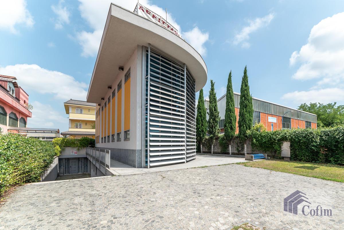 Ufficio - immobile ristrutturato suddiviso in tre piani in  Segrate in Vendita - 1