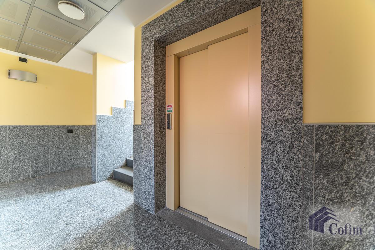 Ufficio - immobile ristrutturato suddiviso in tre piani in  Segrate in Vendita - 12