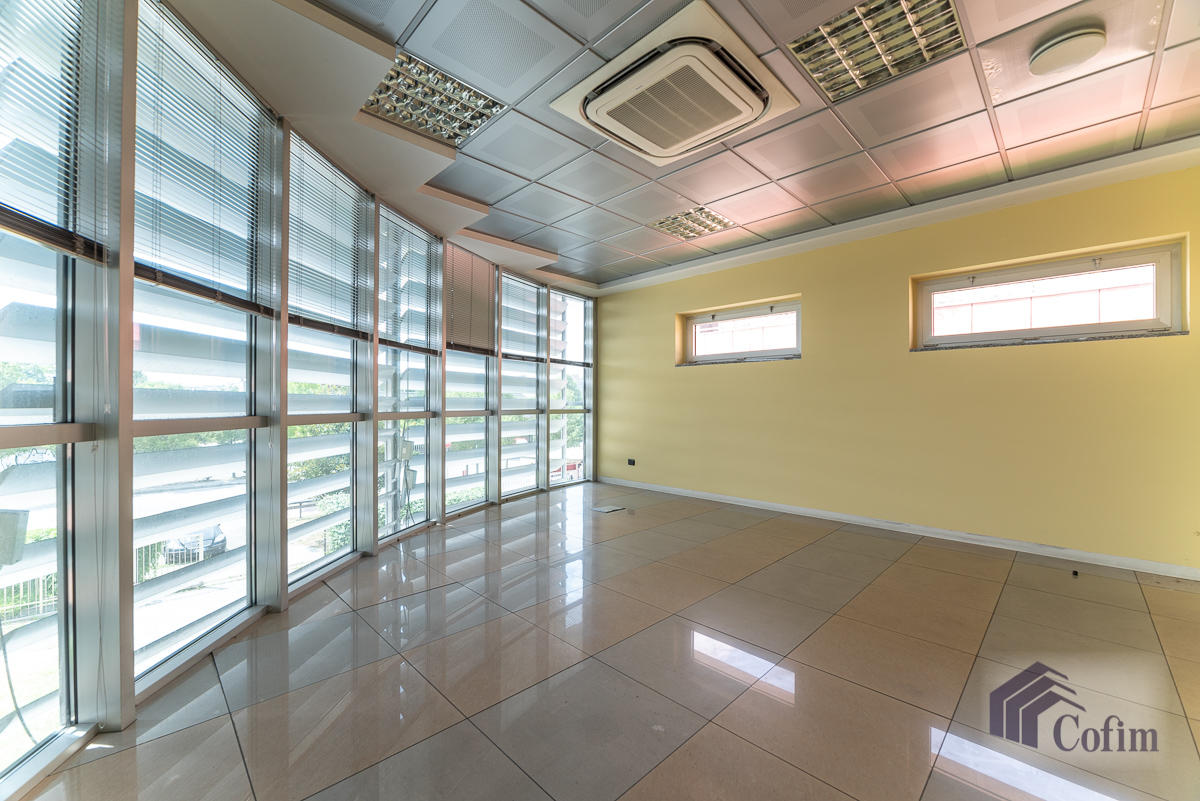 Ufficio - immobile ristrutturato suddiviso in tre piani in  Segrate in Vendita - 5