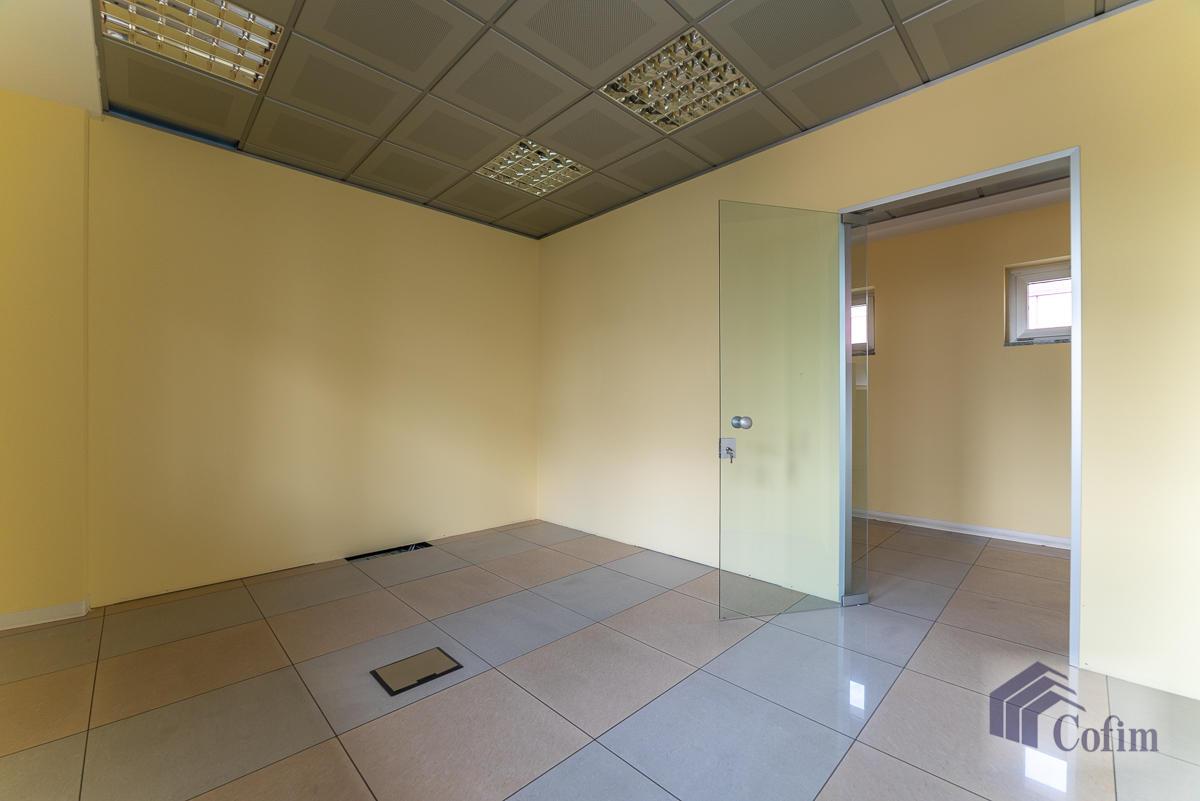 Ufficio - immobile ristrutturato suddiviso in tre piani in  Segrate in Vendita - 16