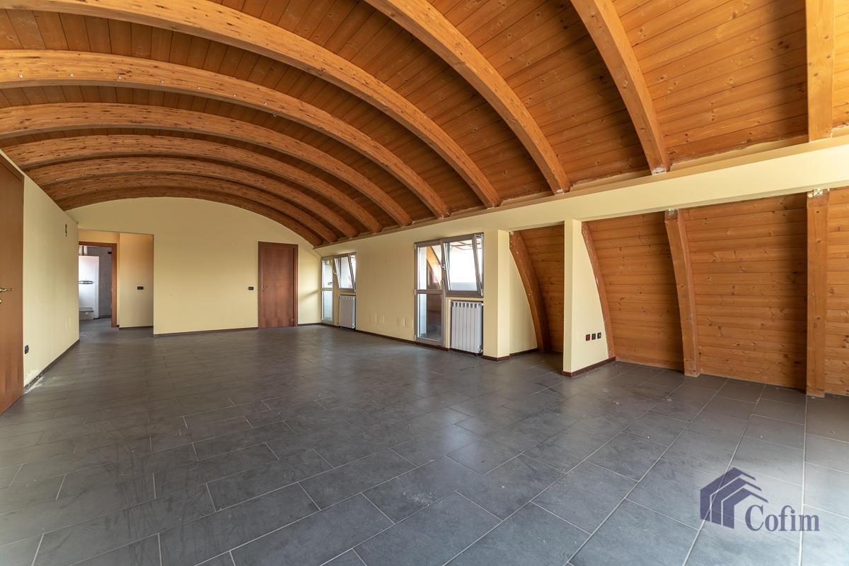 Ufficio - immobile ristrutturato suddiviso in tre piani in  Segrate in Vendita - 9