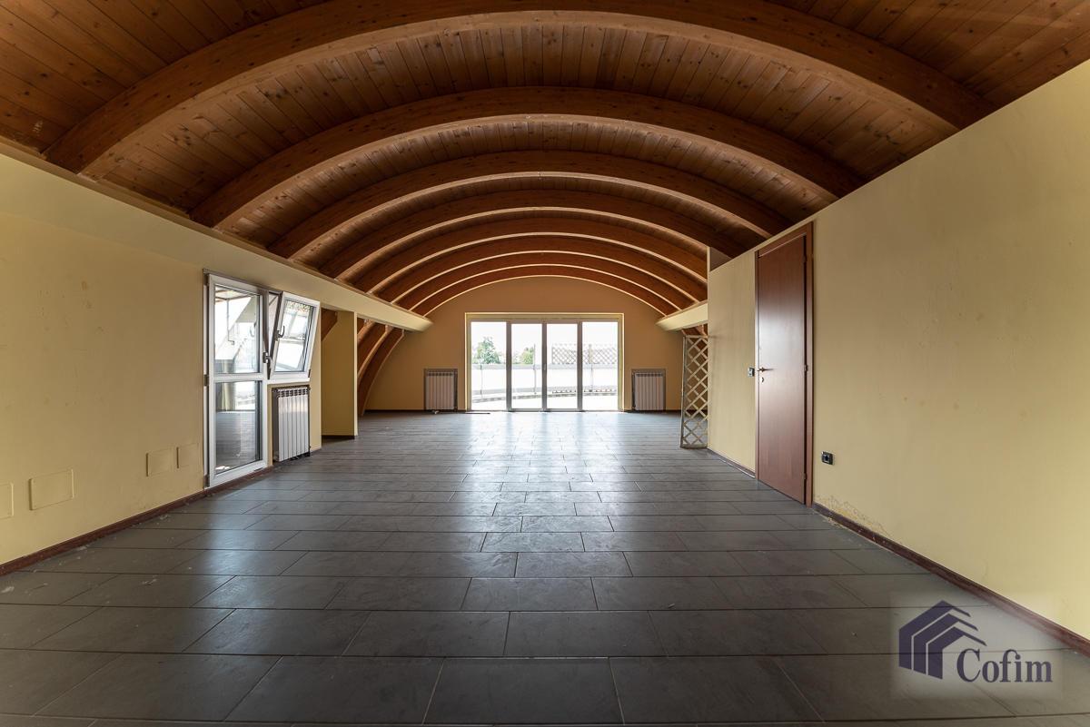 Ufficio - immobile ristrutturato suddiviso in tre piani in  Segrate in Vendita - 10
