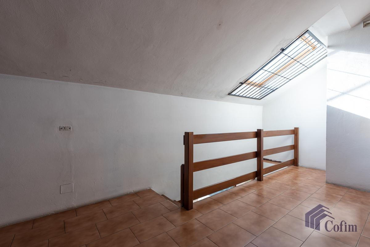 Negozio luminoso su due livelli  Lucino (Rodano) in Affitto - 10