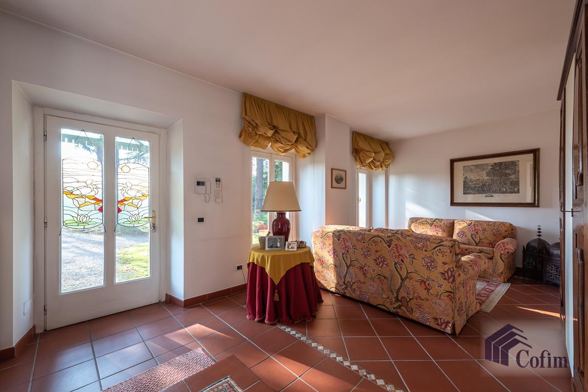 Villa singola nel parco secolare con piscina  Villa Raverio (Besana in Brianza) Vendita in Esclusiva - 4