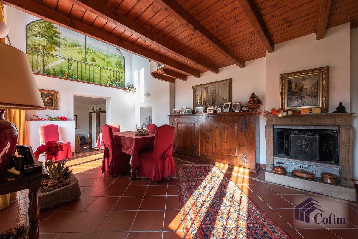 Villa singola nel parco secolare con piscina  Villa Raverio (Besana in Brianza) Vendita in Esclusiva - 9