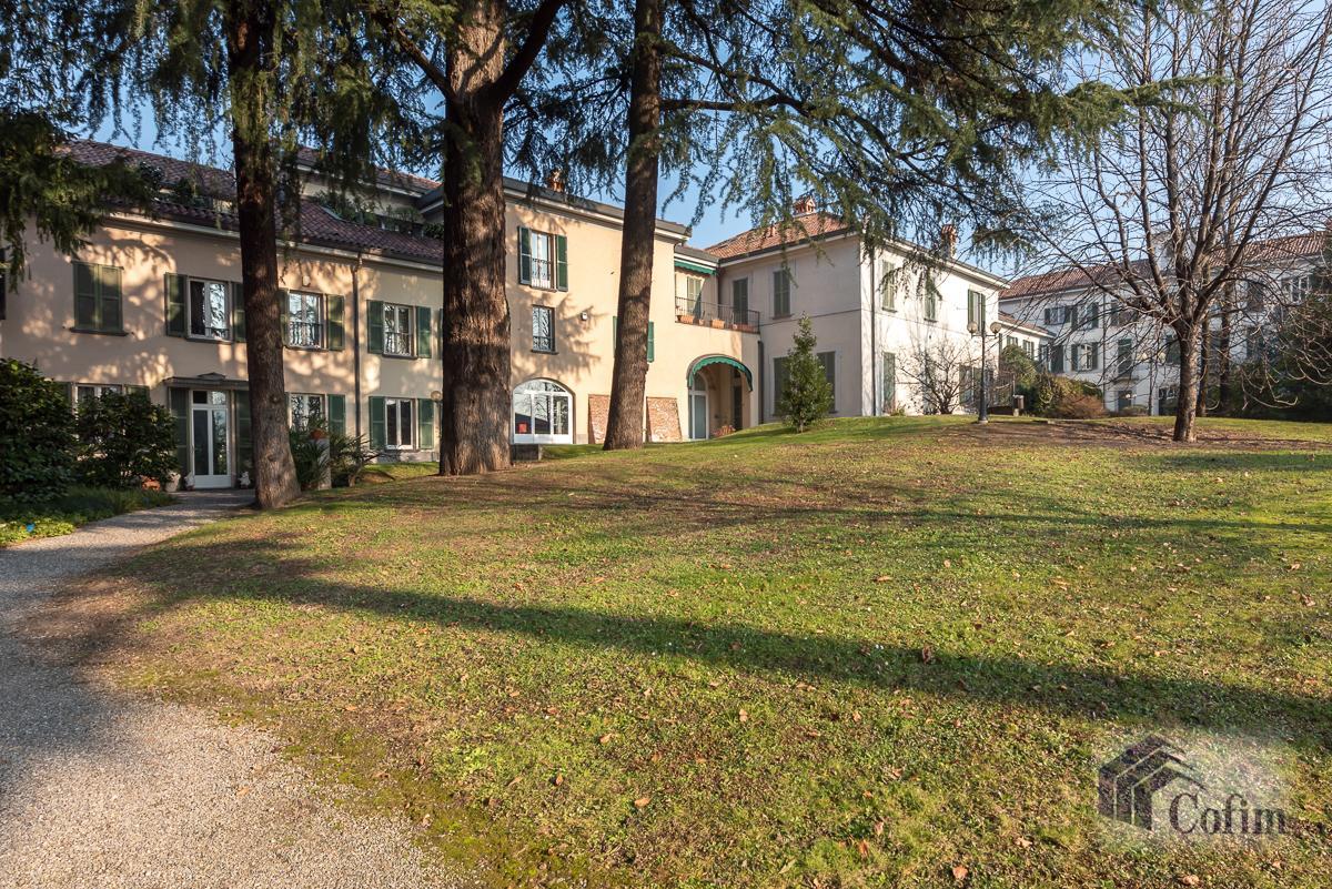 Villa singola nel parco secolare con piscina  Villa Raverio (Besana in Brianza) Vendita in Esclusiva - 31