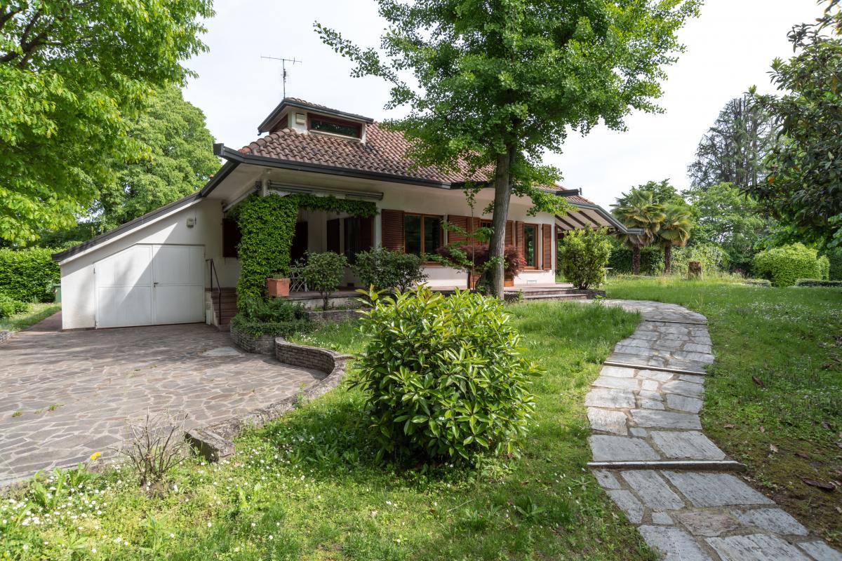 Villa singola con piscina  Lucino (Rodano) Vendita in Esclusiva - 8
