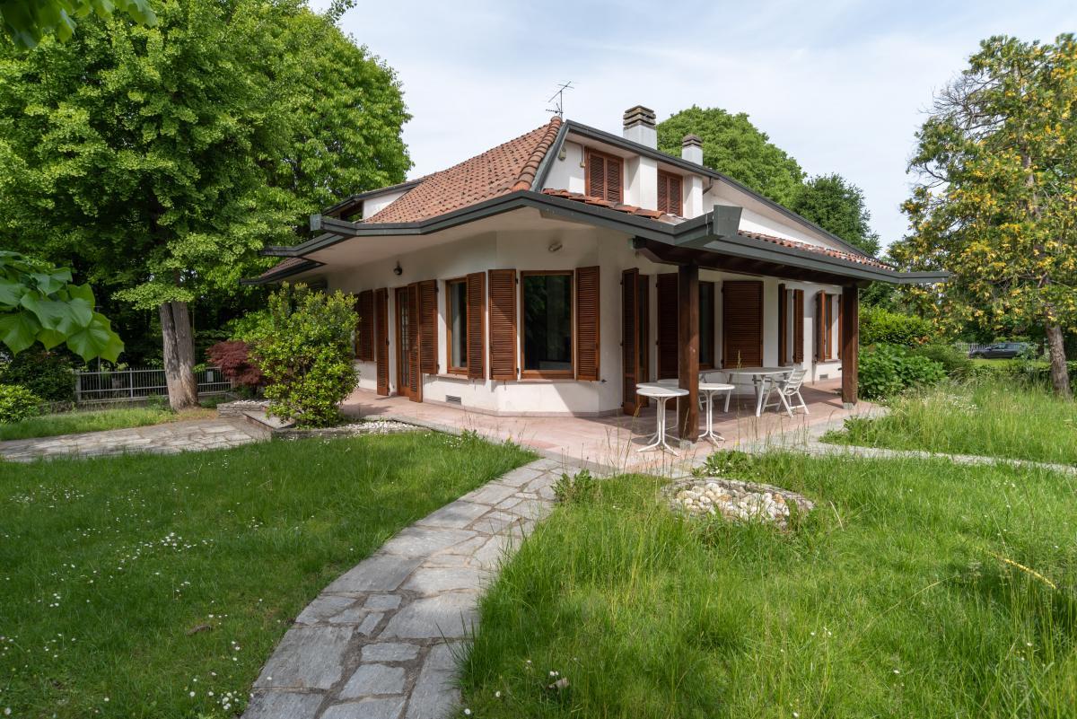 Villa singola con piscina  Lucino (Rodano) Vendita in Esclusiva - 7