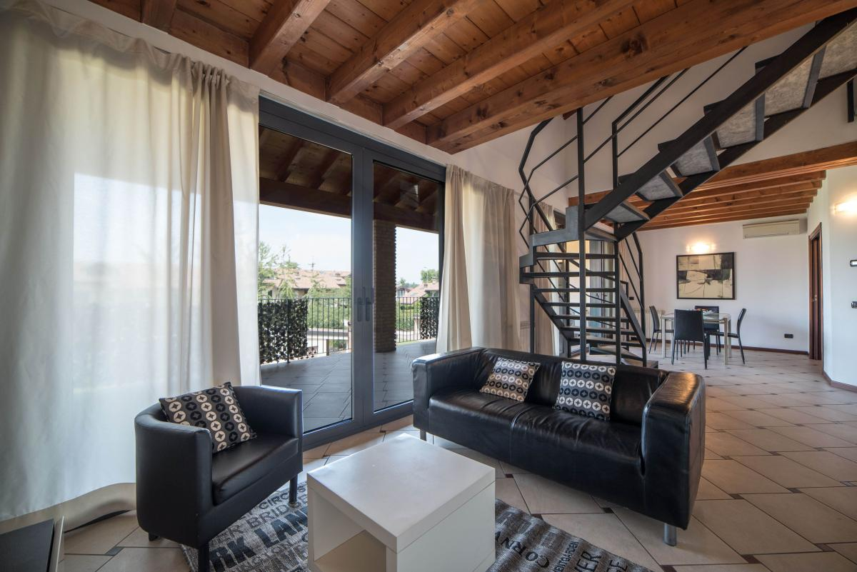 Trilocale ampio, su due livelli, nella  Residenza Longhignana (Peschiera Borromeo) Affitto in Esclusiva - 2