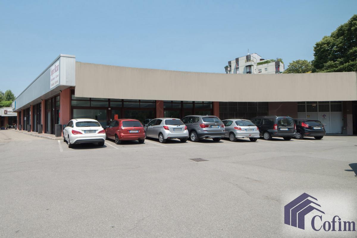 Negozio completamente ristrutturato nel Centro Commerciale di  San Felice (Segrate) Affitto in Esclusiva - 1