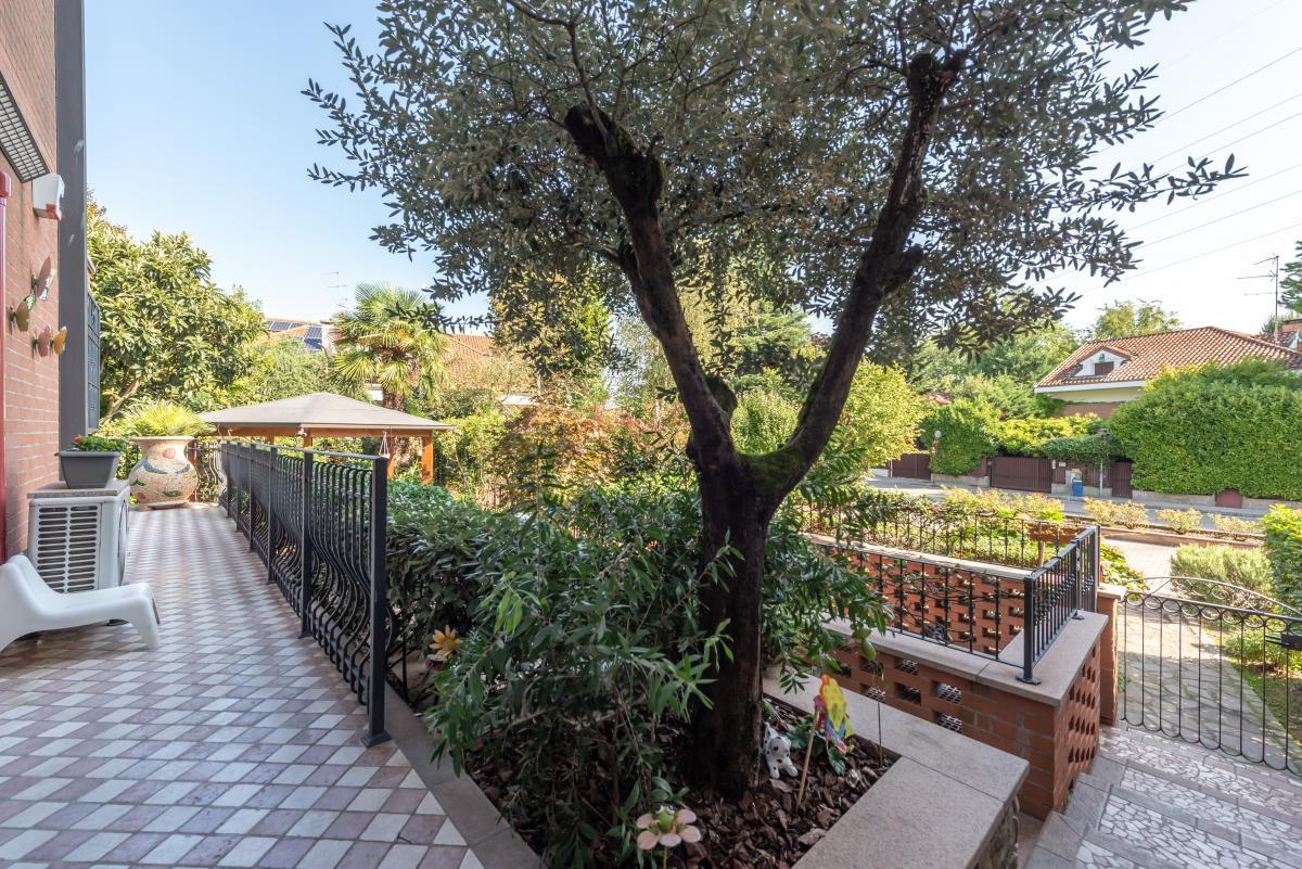 Trilocale prestigioso con giardino  Bellaria (Peschiera Borromeo) Vendita in Esclusiva - 15