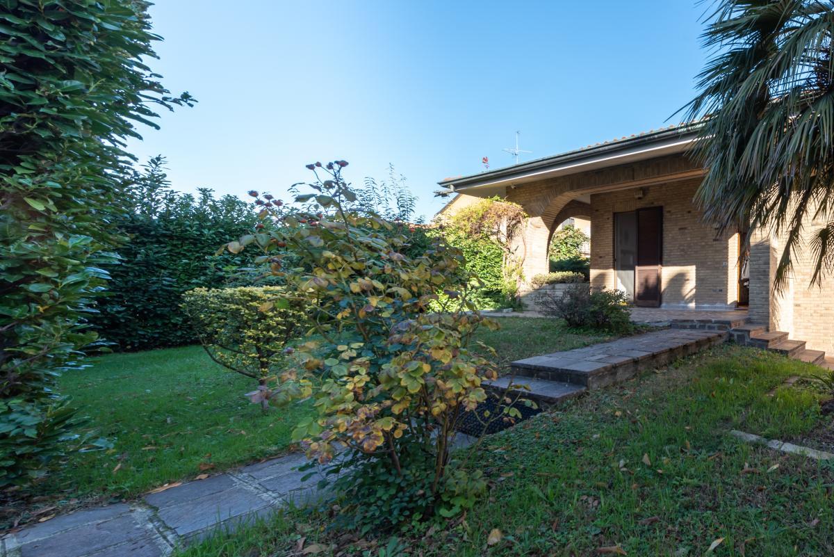 Villa a schiera immersa nel verde  Pioltello (Pioltello) Affitto in Esclusiva - 2