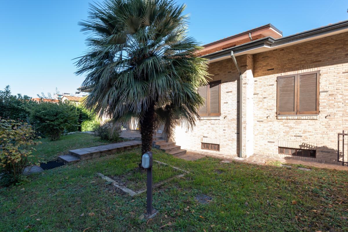 Villa a schiera immersa nel verde  Pioltello (Pioltello) Affitto in Esclusiva - 3