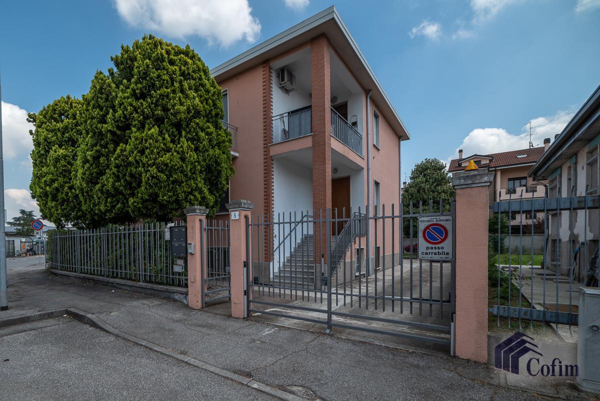 Villa singola suddivisa in 4 appartamenti  Canzo (Peschiera Borromeo) Vendita in Esclusiva - 1