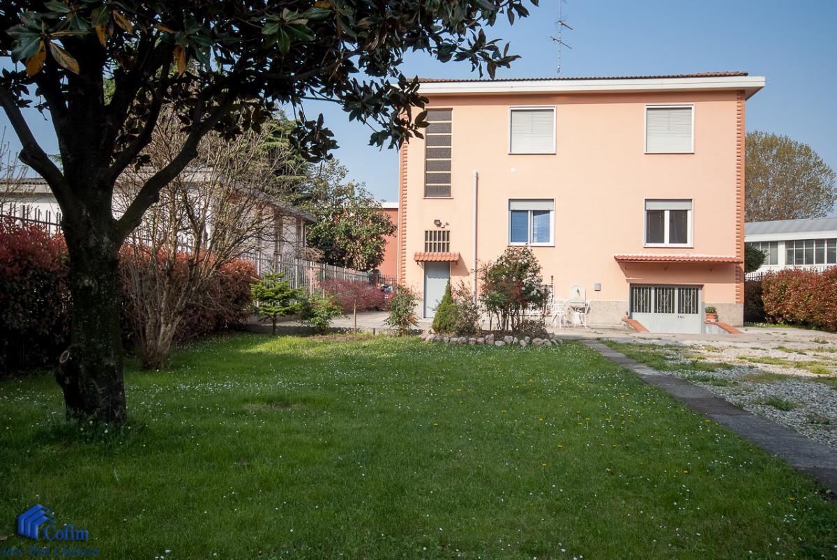 Villa singola suddivisa in 4 appartamenti  Canzo (Peschiera Borromeo) Vendita in Esclusiva - 3