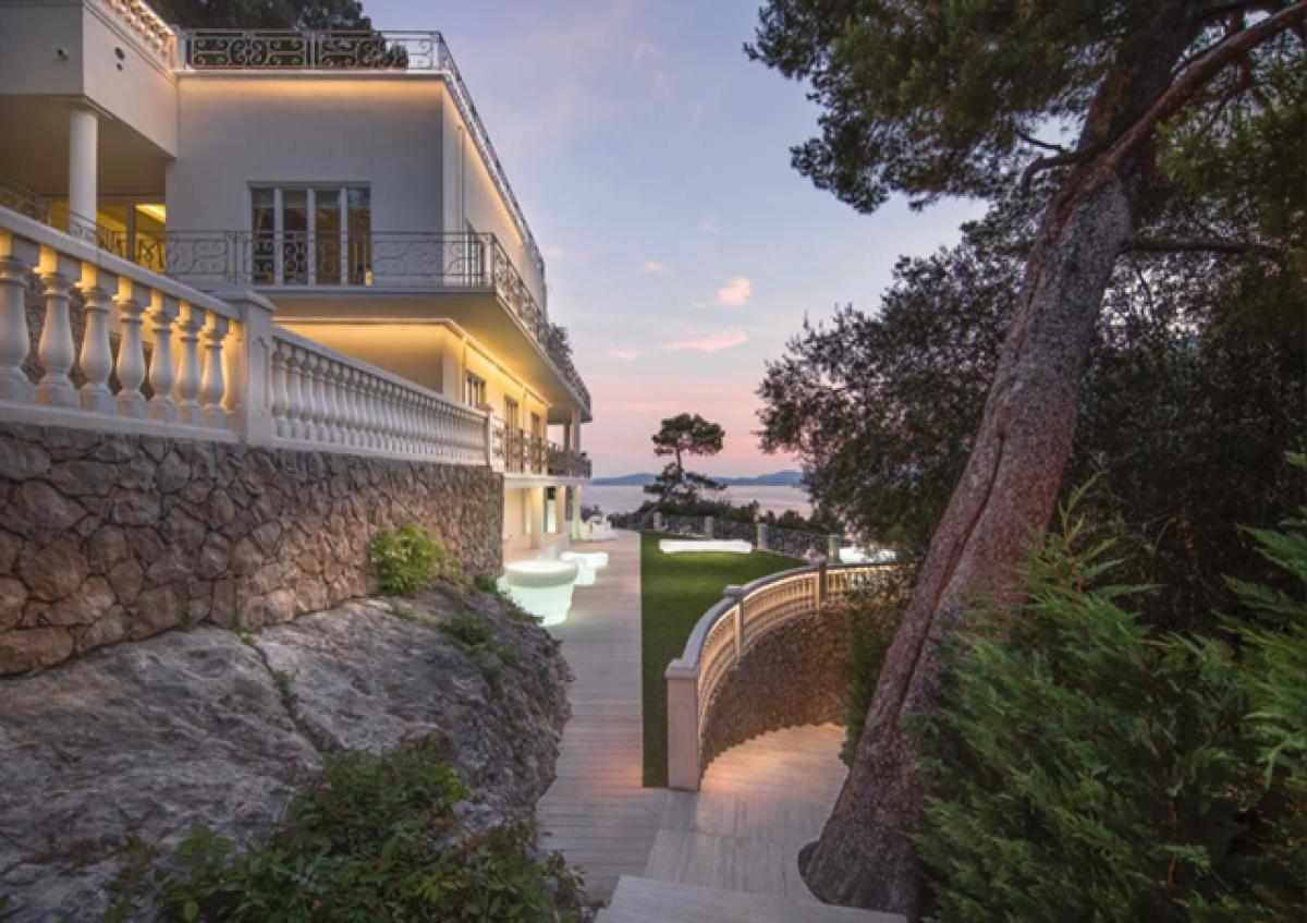 Villa singola di pregio fronte spiaggia a Cap D'Ail   in Vendita - 1