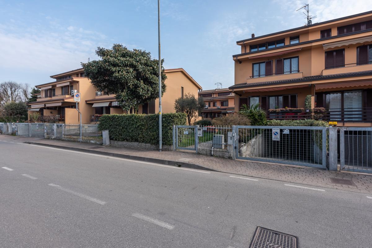 Villa a schiera con grande giardino privato  Lucino (Rodano) Vendita in Esclusiva - 2