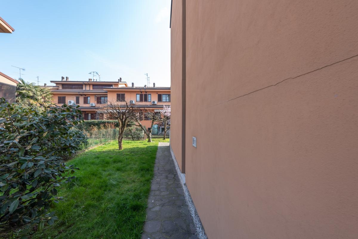 Villa a schiera con grande giardino privato  Lucino (Rodano) Vendita in Esclusiva - 34