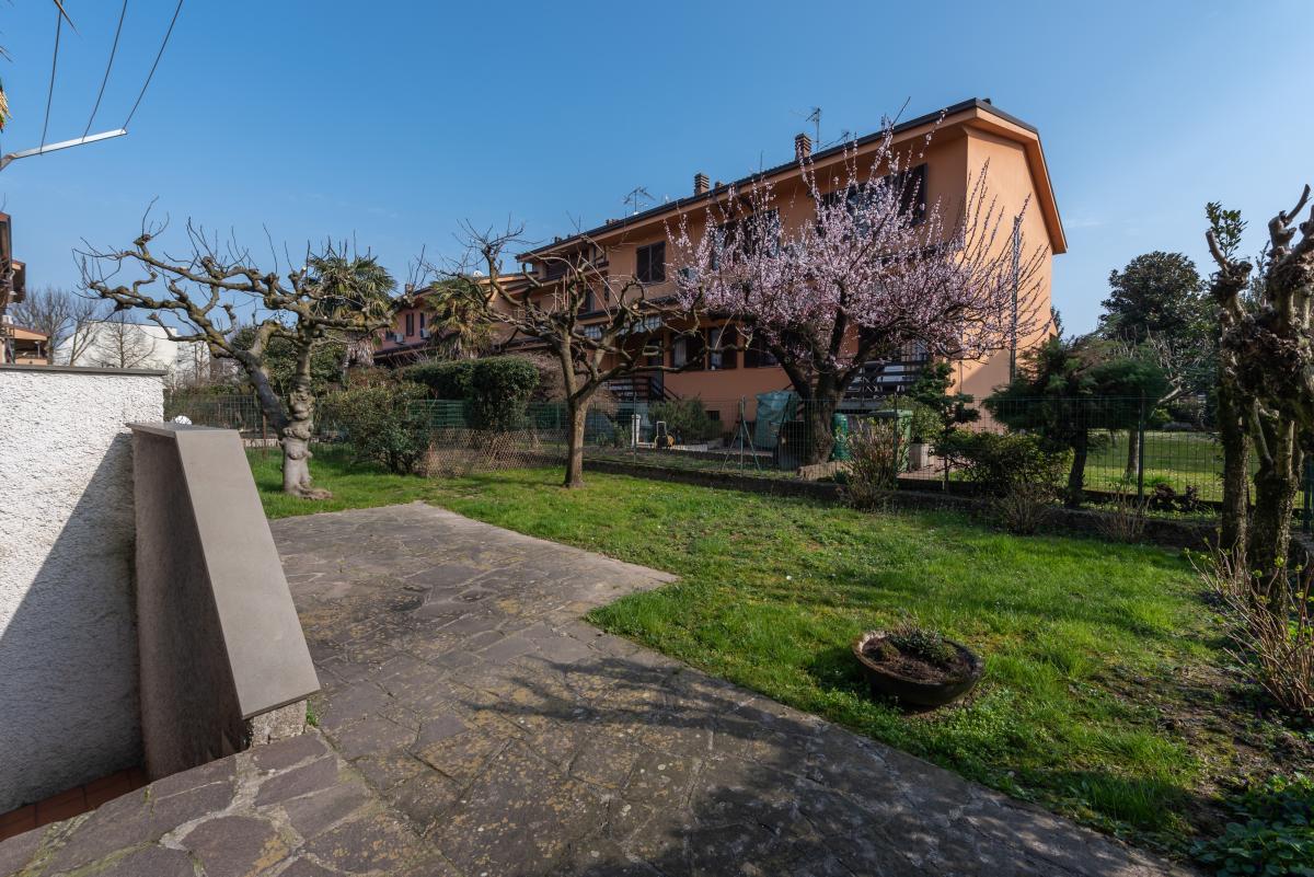 Villa a schiera con grande giardino privato  Lucino (Rodano) Vendita in Esclusiva - 6