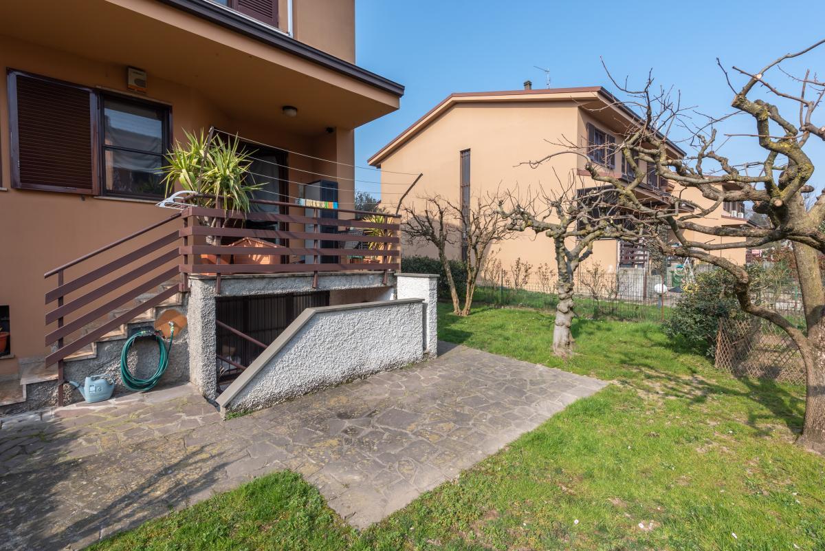 Villa a schiera con grande giardino privato  Lucino (Rodano) Vendita in Esclusiva - 4