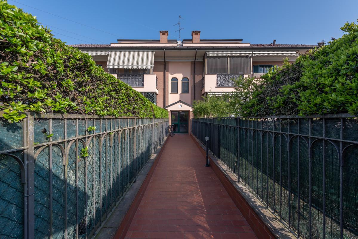 Trilocale con terrazzo e piccolo giardino  Bettolino (Mediglia) Vendita in Esclusiva - 20